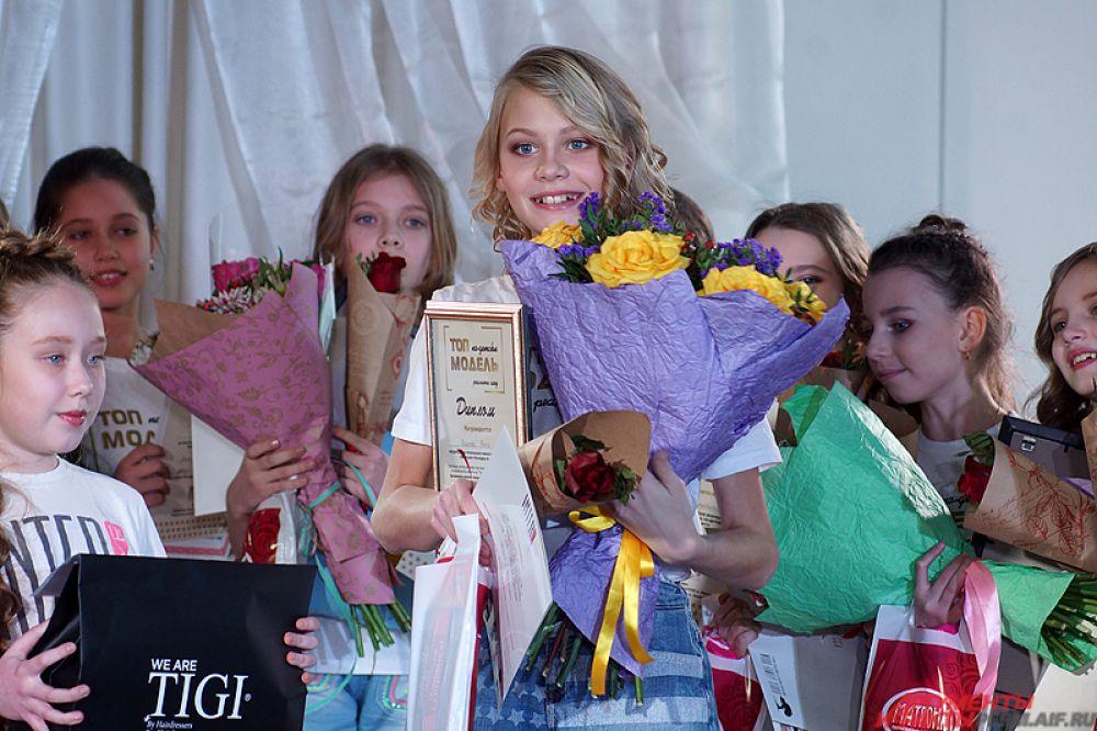 Победителем же стала 11-летняя Вита Волкова. Она учится в пятом классе, занимается танцами и играет на гитаре, а в будущем мечтает стать актрисой или моделью.