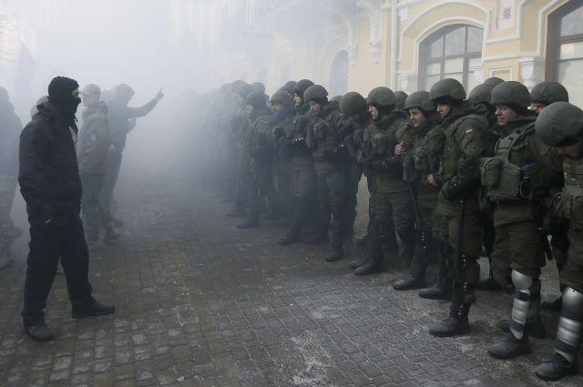 В Киеве произошла потасовка сторонников блокады Донбасса с полицией
