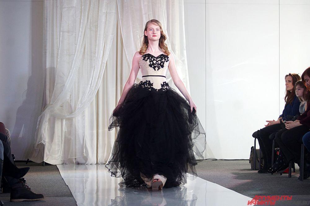 Позже участницы переоделись в вечерние наряды, специально подготовленные к конкурсу красоты.
