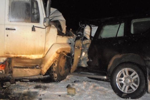 Под Верховажьем внедорожник врезался в грузовой автомобиль, шофёр ипассажирка погибли