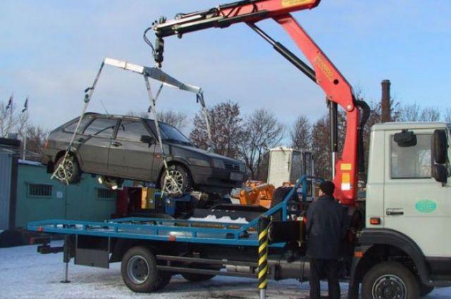 Эвакуатор переехал владельца автомобиля, мешавшего увезти БМВ вПетербурге
