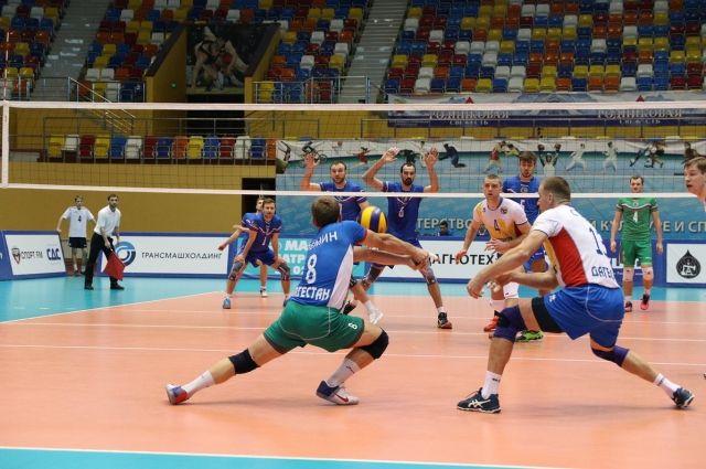 Руководитель Дагестана посетил матч волейбольных команд Дагестана иГрозного