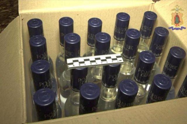 Водитель перевозил контрафактный алкоголь под видом тушенки.