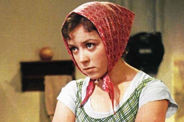 Светлана Карпинская в фильме «Девушка без адреса», 1957 год.