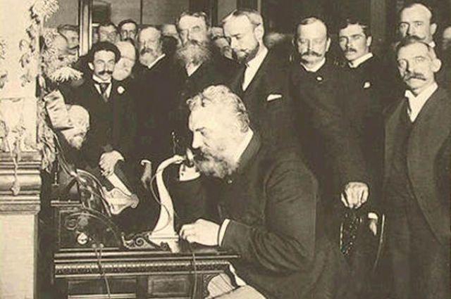 Белл у аппарата. Почему изобретатель телефона никогда не звонил жене?