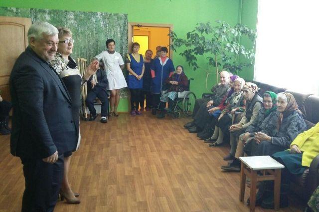 Дом интернат для пожилых людей в трубчевском районе стрижка ногтей пожилым на дому спб
