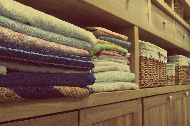 Для ароматизации полотенец можно использовать саше или кусочки мыла, бутылочки из-под духов, которые нужно положить в шкаф.