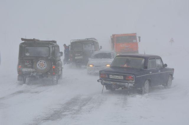 Из-за снегопада закрыли для автобусов дорогу Новосибирск-Павлодар