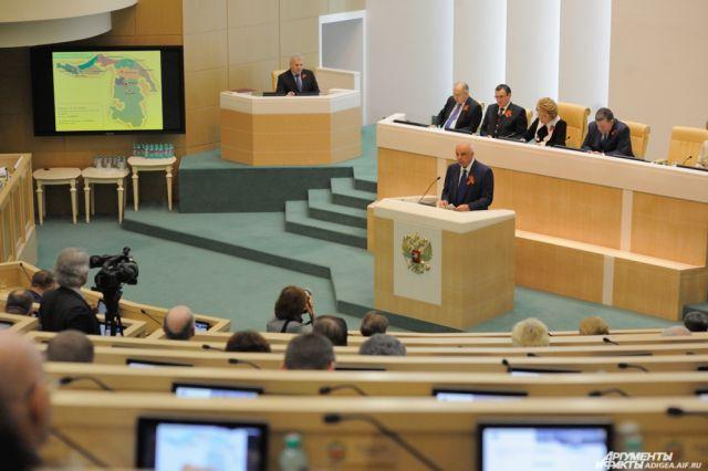 Народные избранники Госдумы хотят обязать сенаторов вести прием избирателей