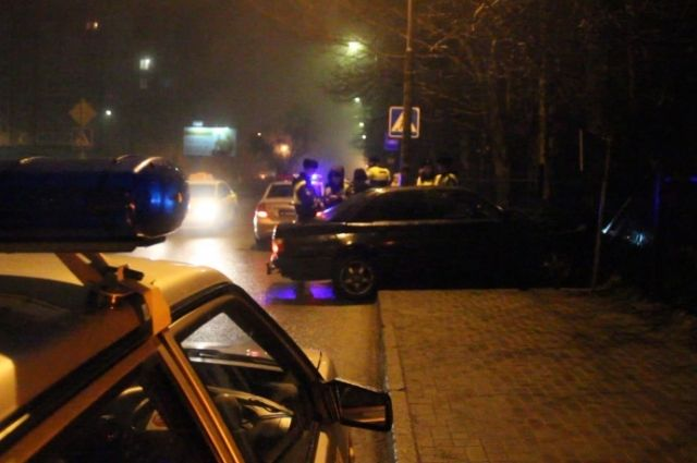 В Калининграде пьяный водитель снес ограждение кладбища