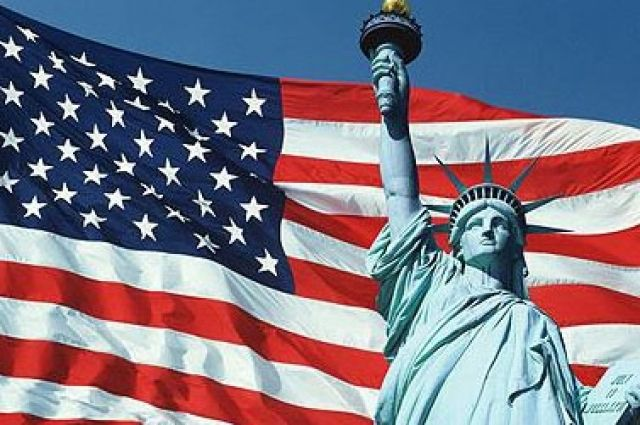 Флаг США и статуя Свободы