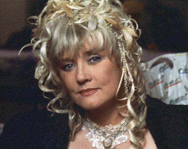 В середине 90-х годов она появилась в главной роли эксцентричной комедии супруга «Ширли-мырли», 1995 год.
