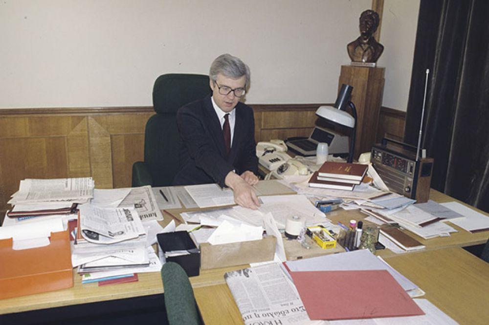 Виталий Чуркин, начальник Управления информации МИД СССР. 1991 г.