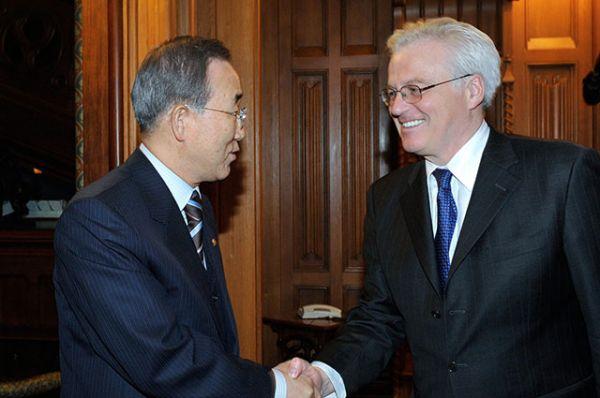 Виталий Чуркин и генсек ООН Пан Ги Мун во время встречи в особняке МИД РФ. 2009 год.