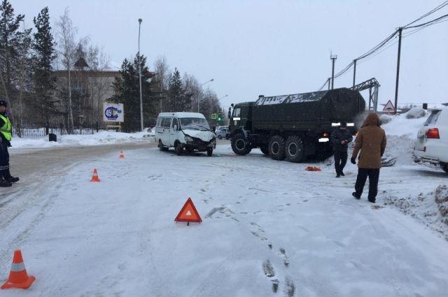 ВХМАО «Камаз» протаранил маршрутное такси, пострадали 6 пассажиров