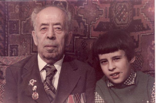 Фёдор Иустинович заменил внуку Александру отца.