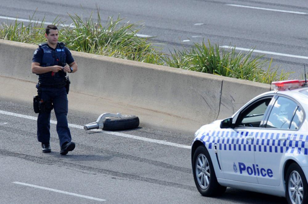 Министр полиции штата Виктория Лиза Невилл сообщила, что в настоящий момент рано говорить о жертвах, так как судьба людей, находившихся на борту самолета и в торговом центре, неизвестна.