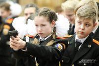 Девочки в будущем хотят работать в силовых структурах не меньше мальчиков.