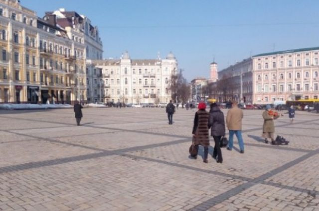 Софийская площадь после установки антипарковочных полусфер