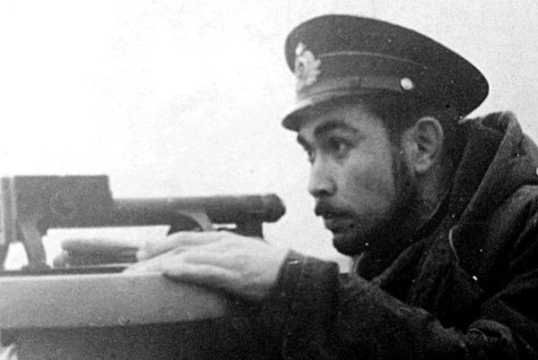 Старший лейтенант Меджид Тхагапсов в походе у пеленгатора. Северный флот, 1952 год.