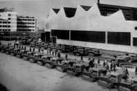Трактора С-65 у цехов Челябинского тракторного завода, 1930-е гг.