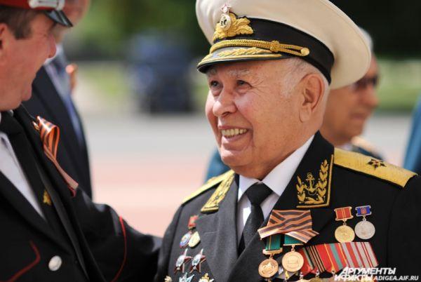 Перед торжественной церемонией к Дню Победы, 2014 год.