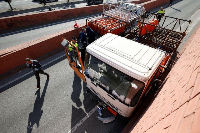 Милиция Барселоны приостановила ехавший навысокой скорости фургон сбутаном