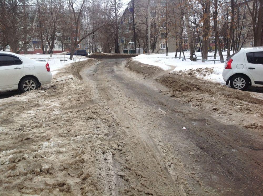 Кузоватовская, 50-58 – проезды очищены, работа не выполнена только на местах парковки автотранспорта.