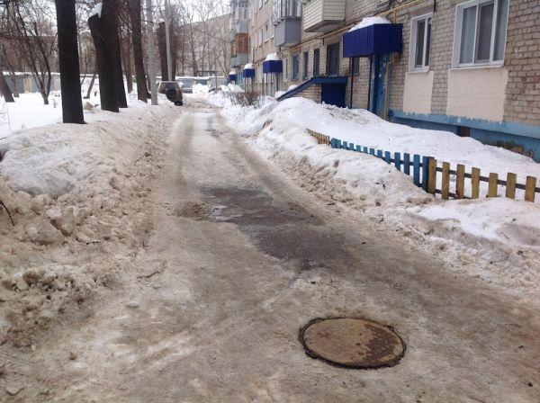 Проспект Гая, 13 и переулок Школьный, 1 – очистка заезда и придомовой территории выполнена на низком уровне