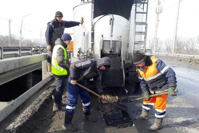 Термос-бункер позволяет вести ремонт дорог даже в период таяния снега.