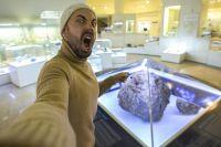 Метеорит является одной из самых загадочных достопримечательностей Челябинска.