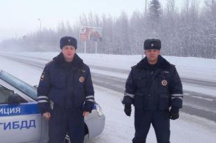 Экипаж ДПС во время патрулирования заметил автомобиль, который подозрительно резко остановился.