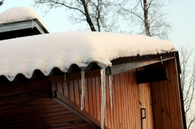 Крыша провалилась под тяжестью снега.