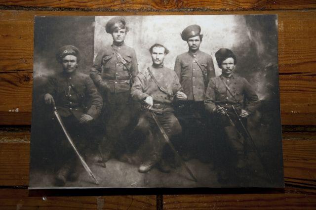 На выставке в Сибирском культурном центре представлены фотографии 1917 года.