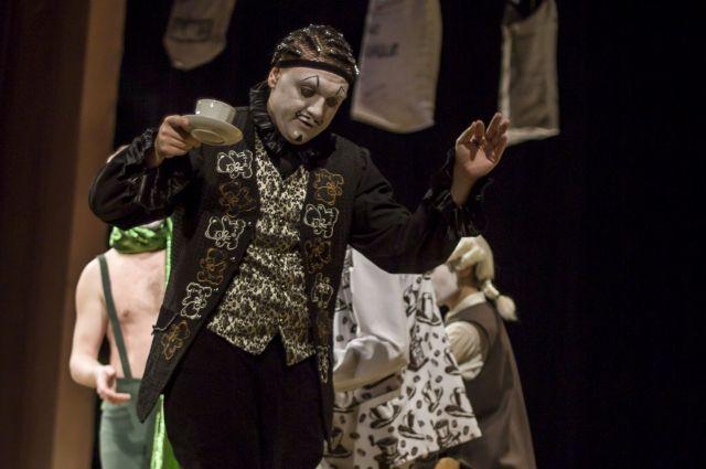 Иван Крылов отметит 30-летие на сцене в спектакле «Кофейная».