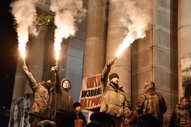 ВКиеве проходит марш «Национального корпуса», ВО «Свобода» и«Правого сектора»