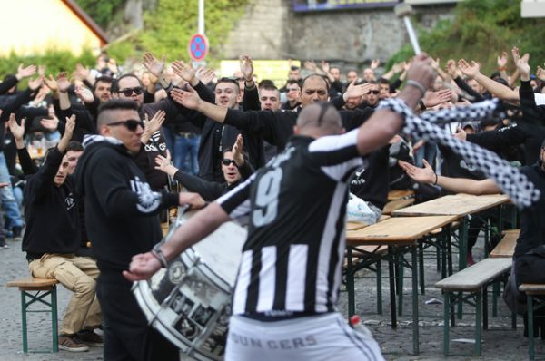 Болельщики ФК «ПАОК» — одни из самых активных фанатов Греции.