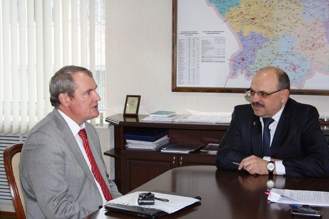 Программа пребывания Александра Жесткова началась со встречи с министром здравоохранения региона Владимиром Стрючковым.