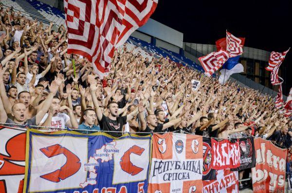 Фанаты из Сербии также считаются жестокими и неуправляемыми. Одни из самых известных — фанаты сербского футбольного клуба «Црвена Звезда» — «Делије».
