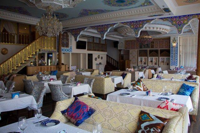 «Навруз» - старейший узбекский ресторан в Петербурге.