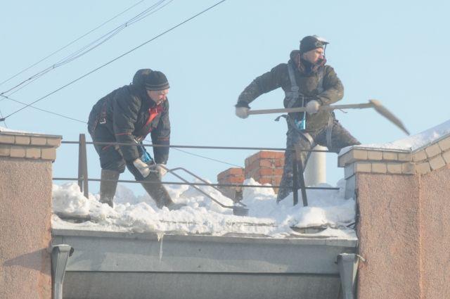 Глыба льда упала наголову жителя Димитровграда Ульяновской области
