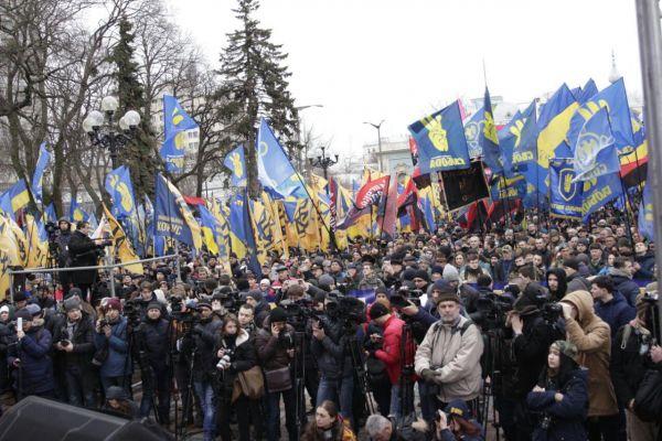 Пришли представители ВО «Свобода», батальйона «Азов», «Национального корпуса» и многих других объединений