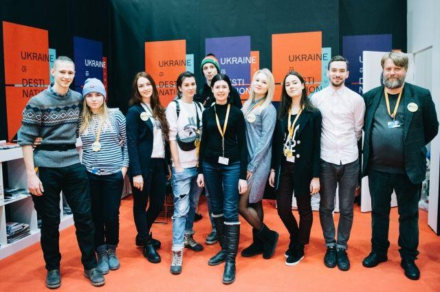 Украинский стенд –студенты института Карпенко-Карого и съемочная группа фильма  Школа №3