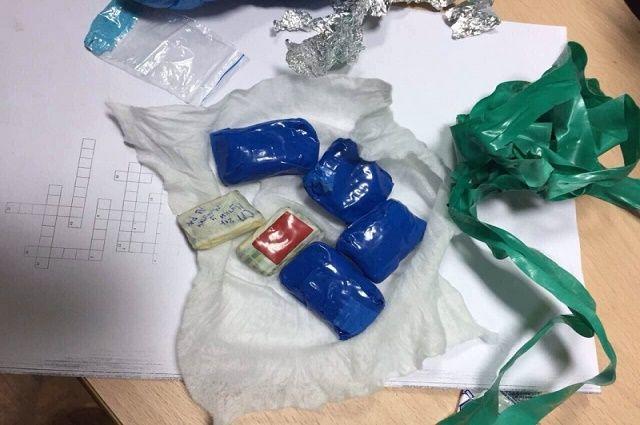 ВТвери наркополицейские задержали 2-х закладчиков ссолями испайсами