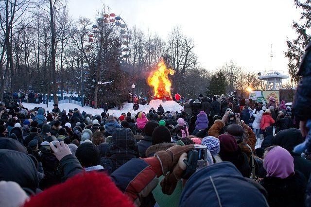 По традиции на Масленицу в парке им. В. Белинского собираются сотни пензенцев.