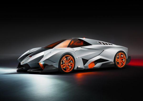 Lamborghini Egoista отличается очень футуристическим дизайном. Мощность двигателя этого автомобиля составляет 600 л.с., а разогнаться авто может до больше, чем 350 км/ч. Стоимость - 3 млн долларов