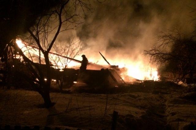 Дом горел около двух часов.