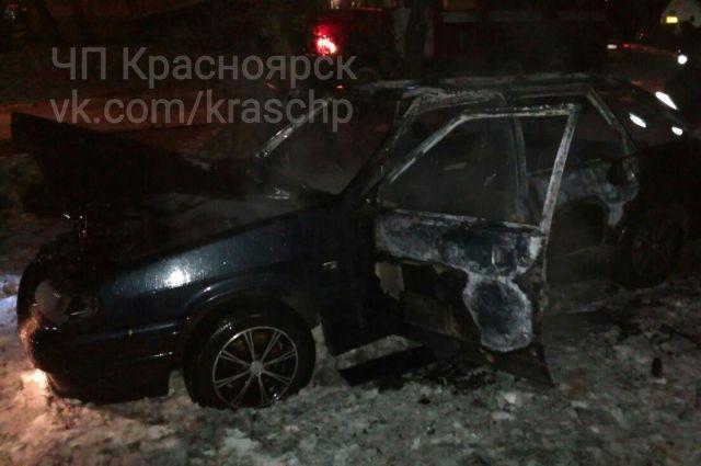 ВКрасноярске ночью мужчина едва несгорел живьем всвоем автомобиле