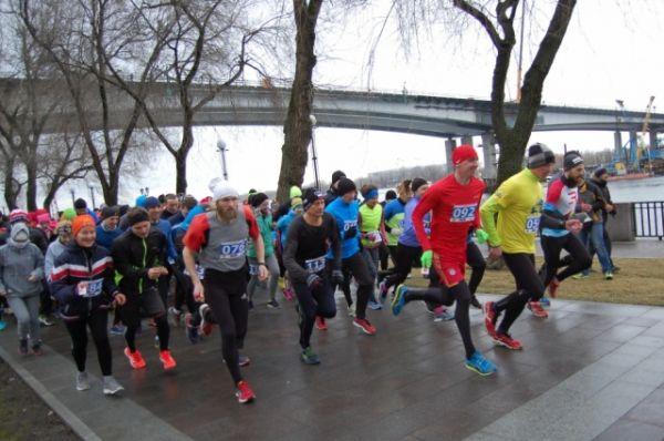 Участники соревновались на двух дистанциях – 10 и 42 километра.