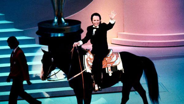 Комик Билли Кристал был одним из лучших ведущих «Оскара» и однажды, в 1991 году выехал на сцену верхом на коне